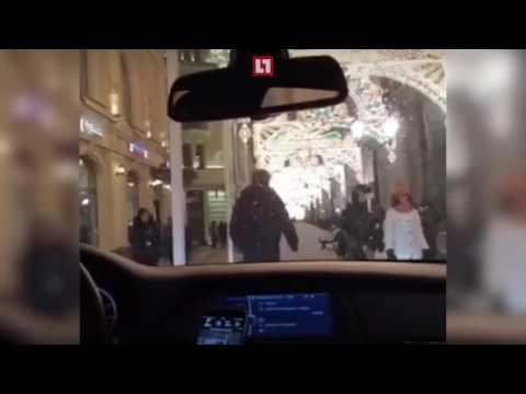Автохамы проехались попешеходной улице рядом сКрасной площадью