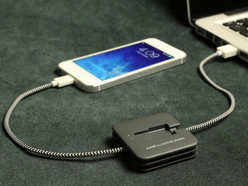Эксперты посоветовали не заряжать смартфоны через USB-порты