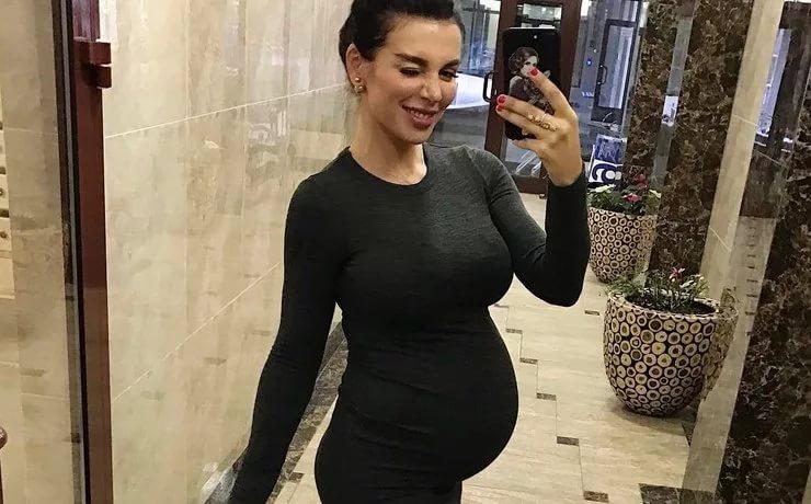 Анна Седокова родила сына