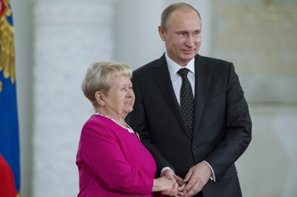 «Вас любят люди различных поколений»: Путин поздравил Александру Пахмутову