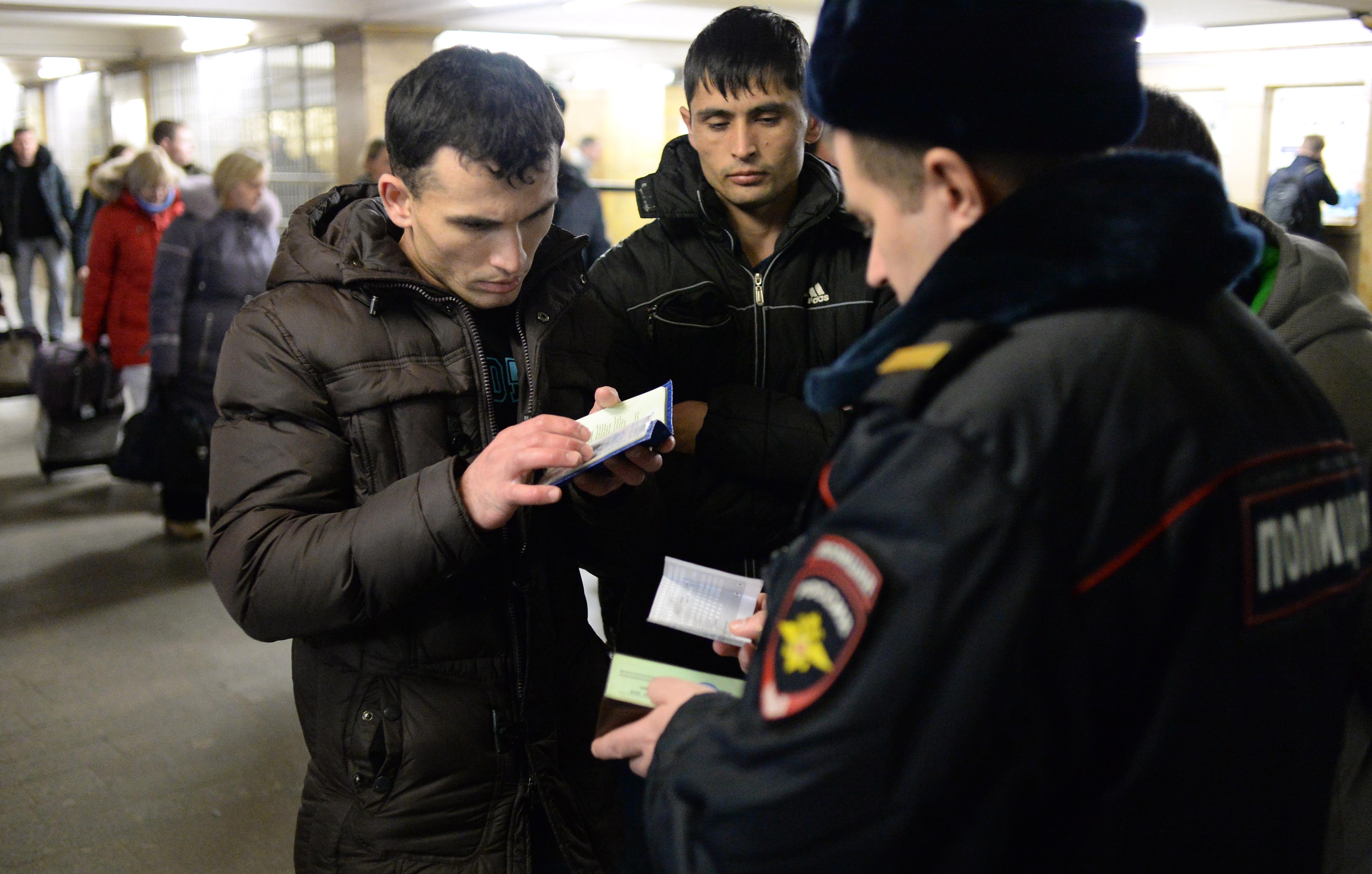 Полицейский если без документ задержал нелегал