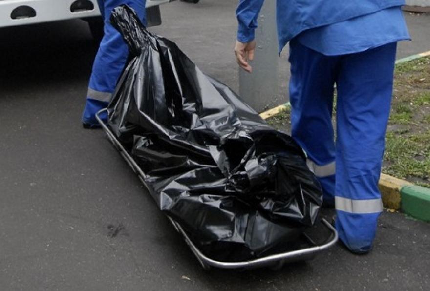 Тело умершего отпереохлаждения пенсионера отыскали около мусорных баков насевере столицы