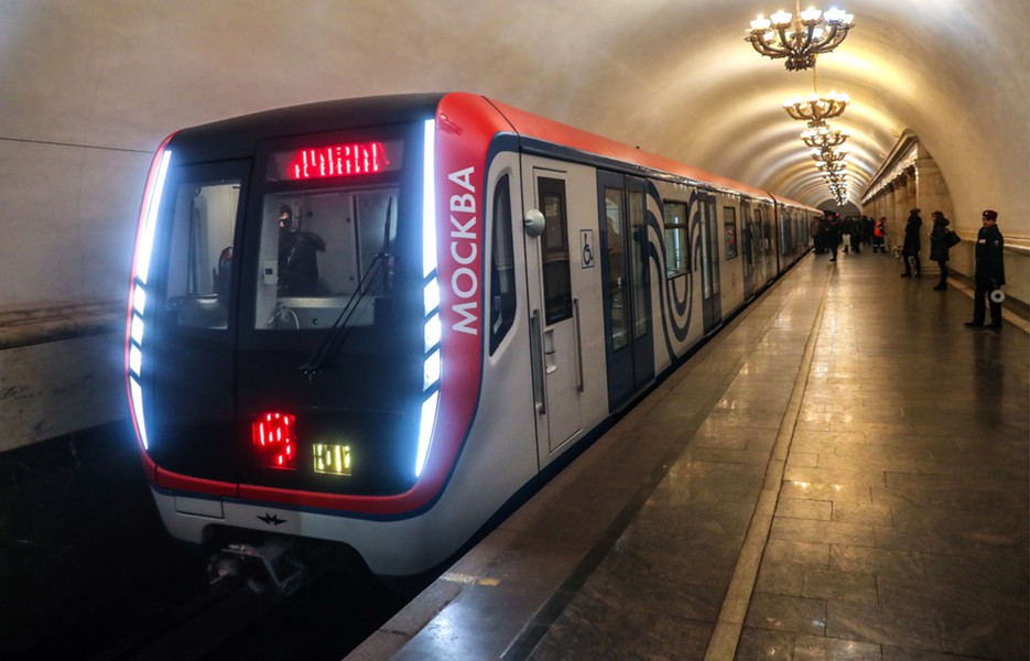 рано темнеет метро москвы в новый год Стихи любви