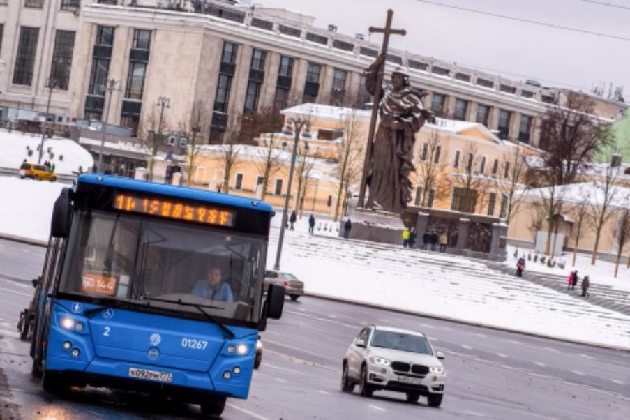 Из-за метели наземный транспорт в столице Российской Федерации работает вусиленном режиме