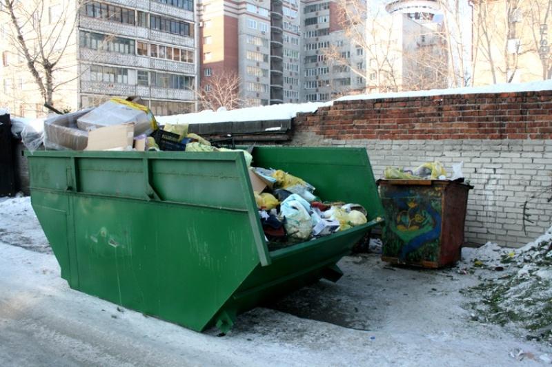 фото лодка с мусорами