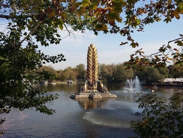 НаВДНХ началась реконструкция фонтана «Золотой колос»