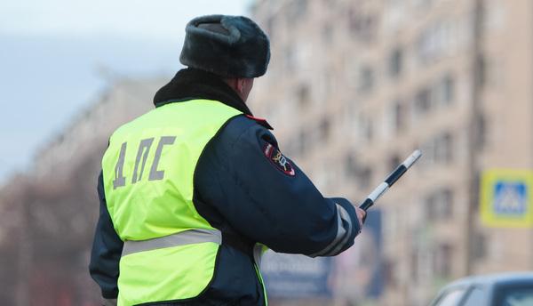 Окровавленный труп женщины отыскали вовнедорожнике, остановленном занарушения ПДД в столицеРФ