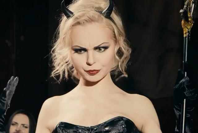 Экс-вокалистка группировки «Ленинград» Алиса Вокс отыскала работу встоличном цирке