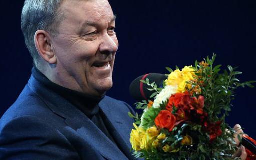 Медведев поздравил сюбилеем гендиректора огромного театра Владимира Урина