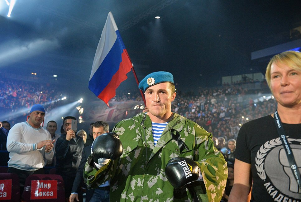 Боксеру Лебедеву недали успокоить дебошира всамолете