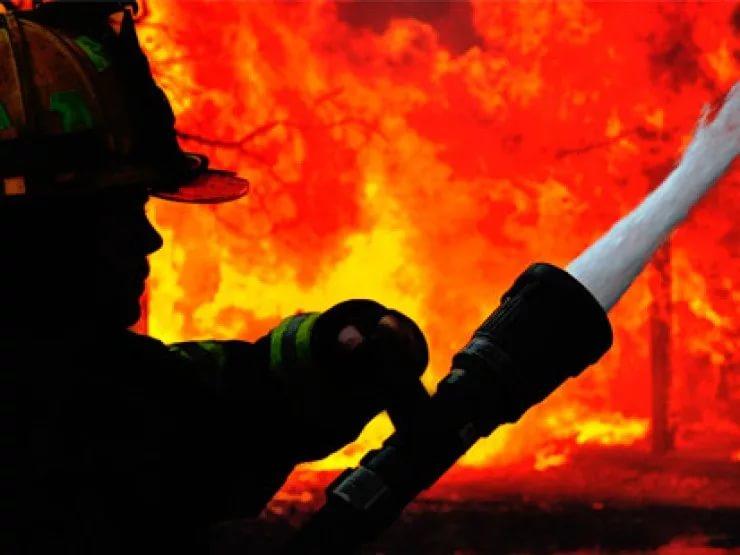 Пожар произошел вангаре наулице Академика Волгина