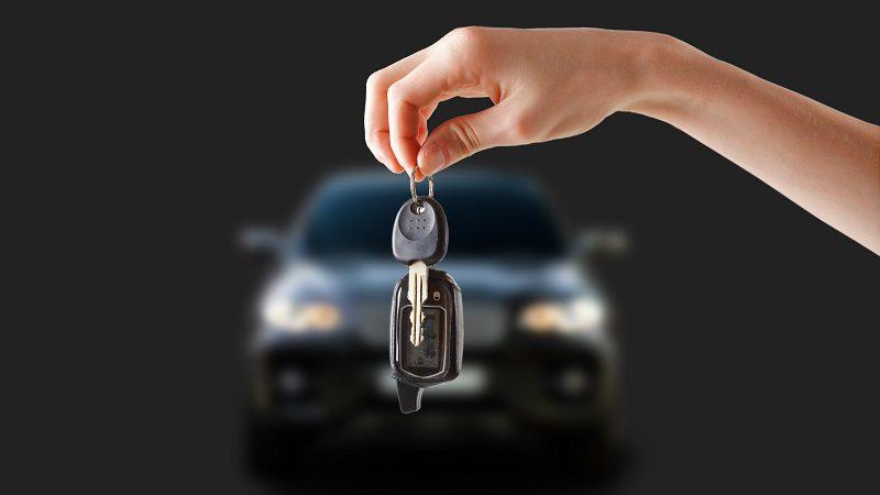 Столичные полицейские ищут угонщика, отобравшего ключи увладельца машины