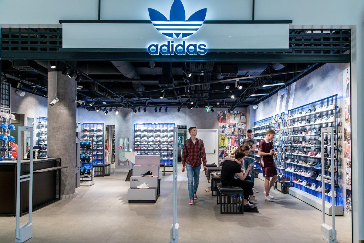 Adidas будет закрывать магазины вугоду развитию digital-направления
