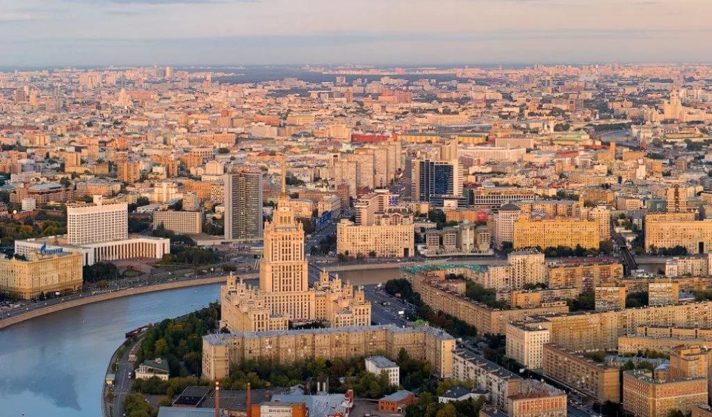 На памятник Чингизу Айтматову в столицеРФ истратят 35 млн сомов