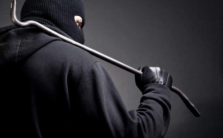 Неизвестные вмасках ограбили кабинет в столице России на2,3 млн руб