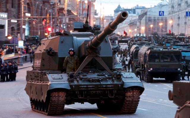 Временную желтую разметку для Парада Победы нанесли наТверской улице