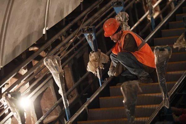 Эскалатор настанции метро «Менделеевская» заработал после ремонта