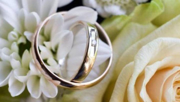 В российской столице участники грандиозного свадебного кортежа привезены вотделение милиции