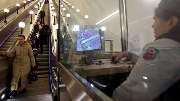 Столичное метро сократит 2 тысячи «бабушек» уэскалаторов