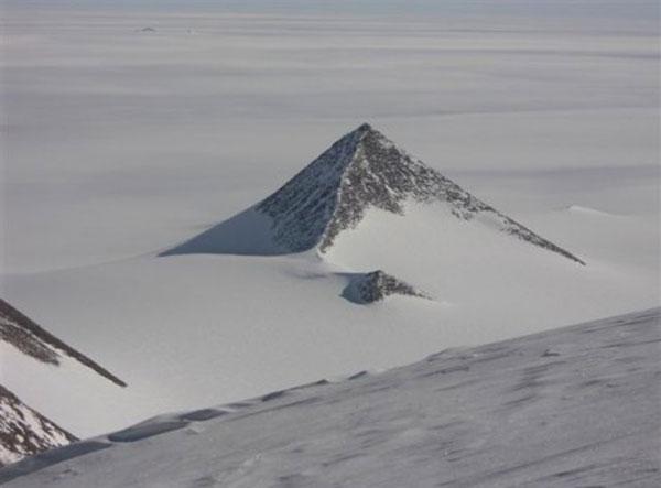 ВАнтарктиде найдены древнейшие пирамиды