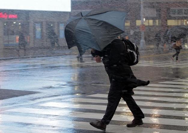 МЧС предупредило жителей столицы оливне ипорывистом ветре совсем скоро