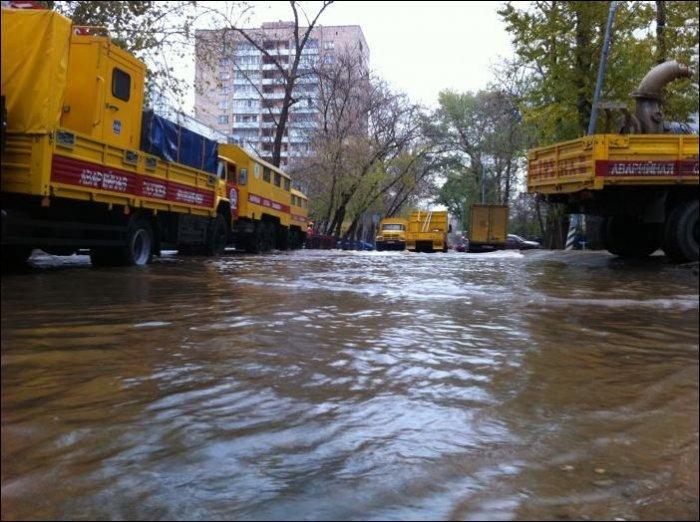 Прорыв трубы холодного водоснабжения произошел вТаганском районе