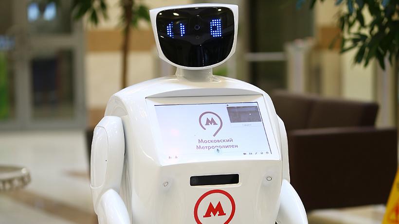 Вмосковском метро появился робот-помощник, поздравляющий людей спраздниками