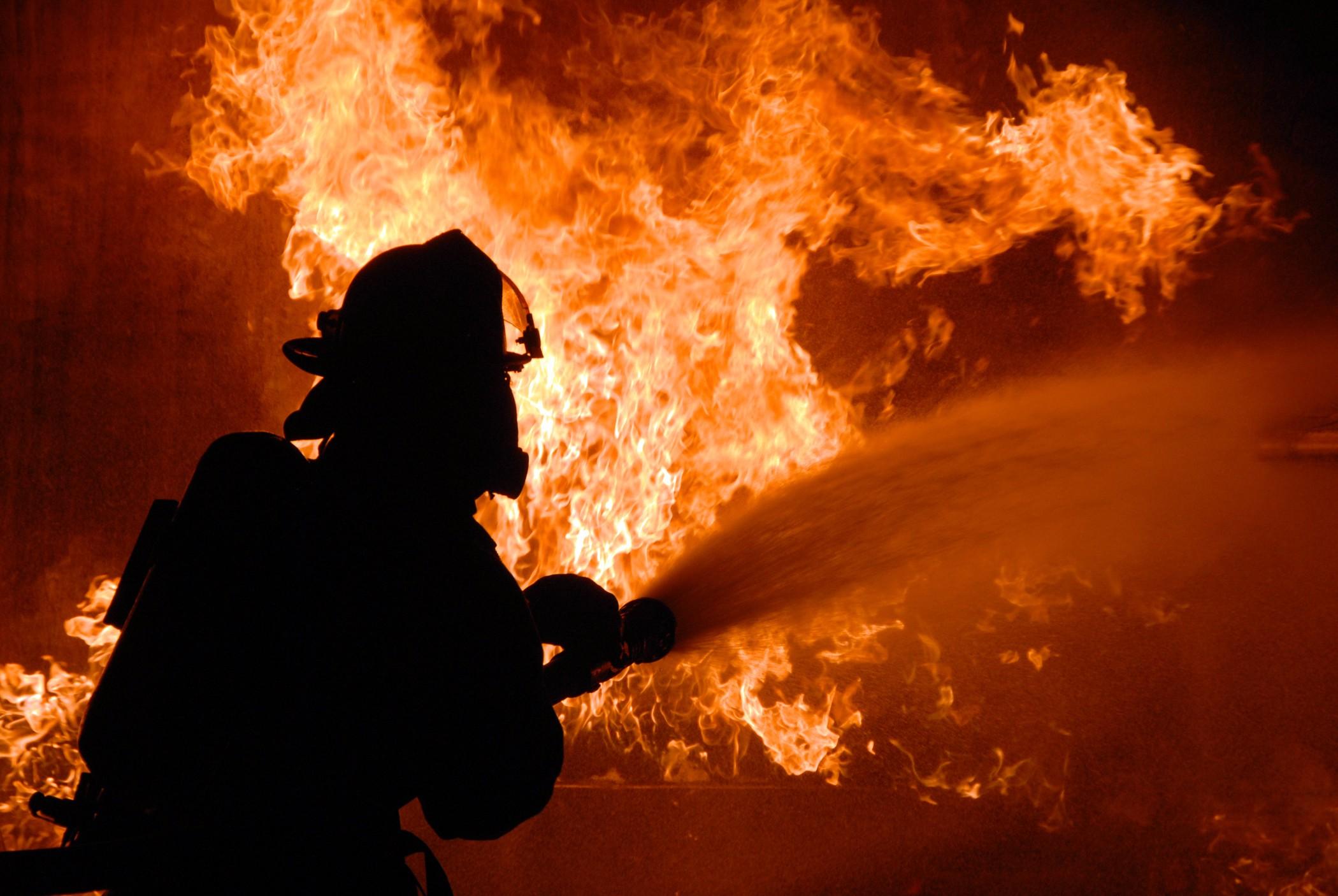 Число пропавших спасателей впожаре наскладе в столице возросло до 8