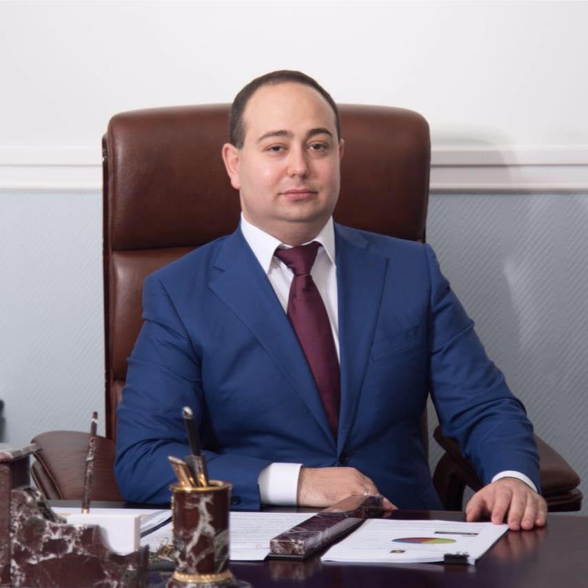 Кандидат напост главы города Химок Дмитрий Волошин скрывает свою биографию