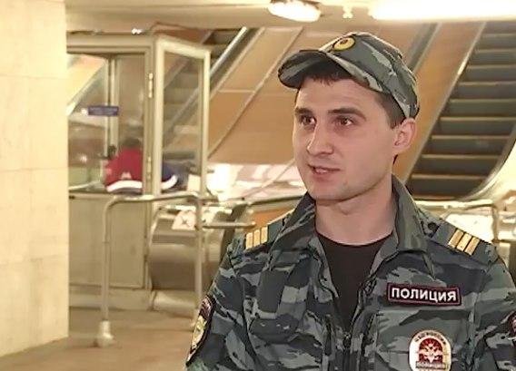 Полицейский спас жизнь человеку, упавшему нарельсы настанции метро «Пушкинская»