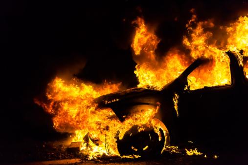 Мужчина поджег машину сожительницы измести в столицеРФ