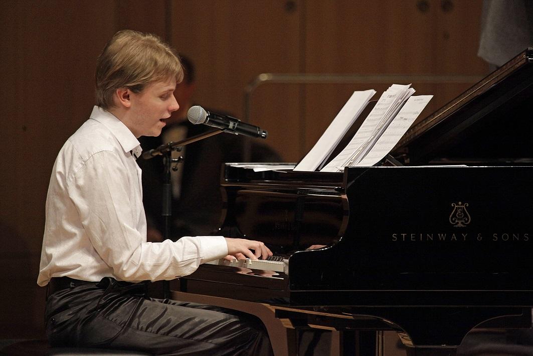 Концерт пианиста Олега Аккуратова посетят незрячие дети