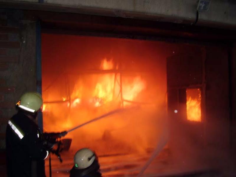 ВТиНАО потушили пожар вангаре наплощади 450 кв. метров