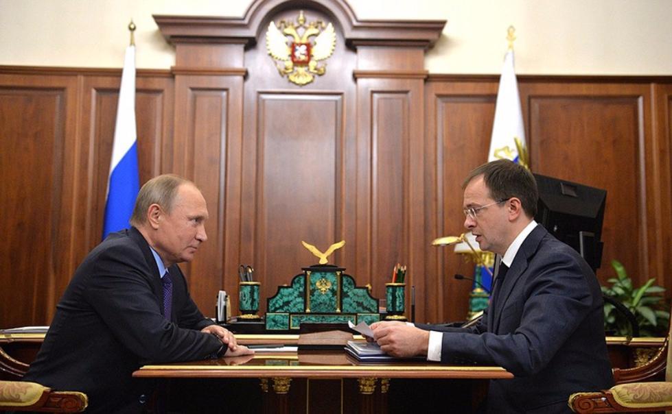 Мединский пригласил В.Путина наоткрытие Малого театра