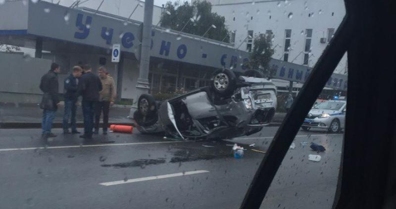 Джип перевернулся наВаршавском шоссе