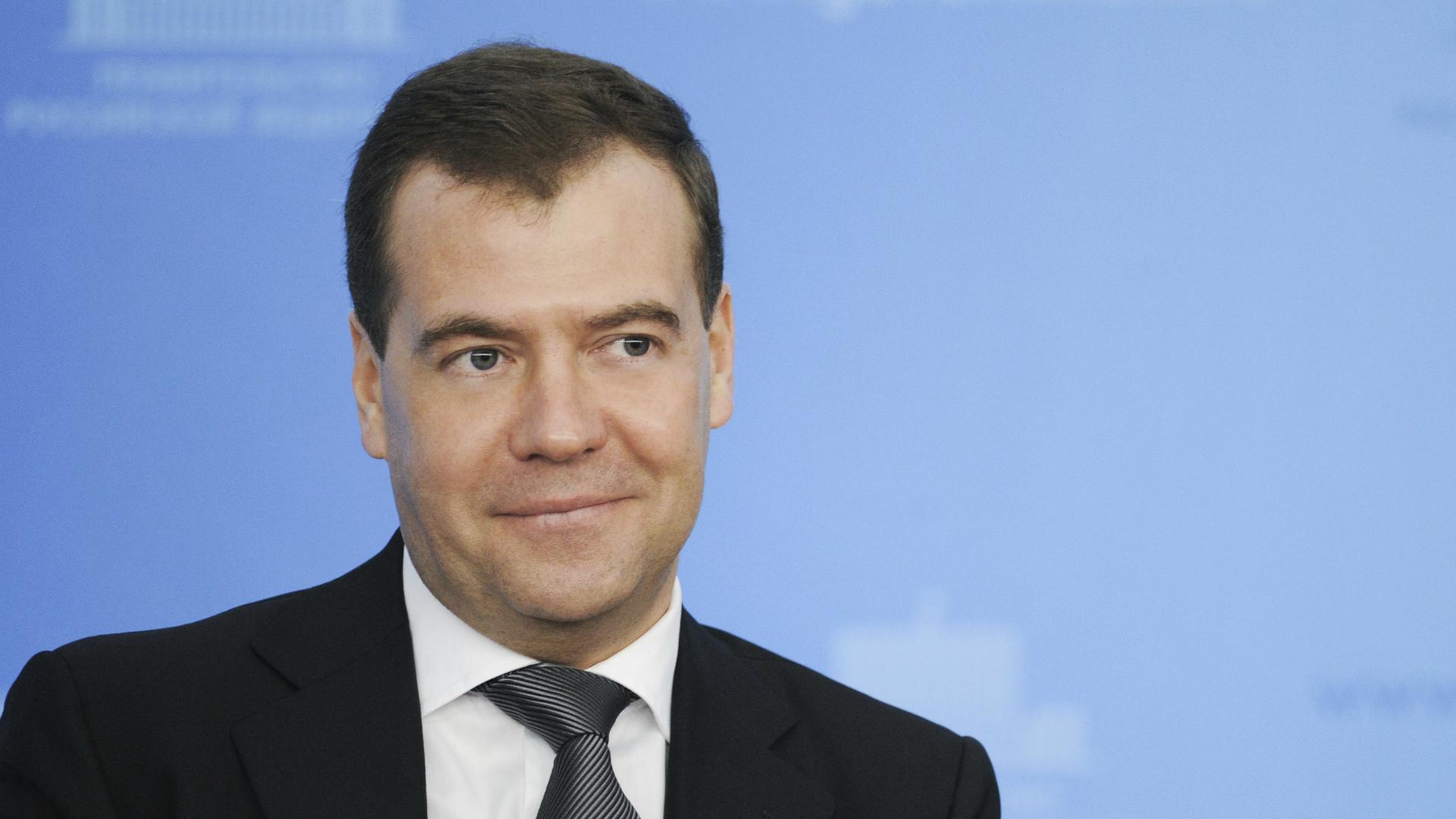 Лидером медиарейтинга мемов года стала фраза Медведева «Денег нет, однако выдержитесь»