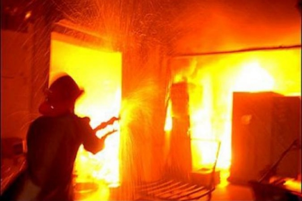Впроцессе пожара навостоке столицы человек выпал изокна и умер