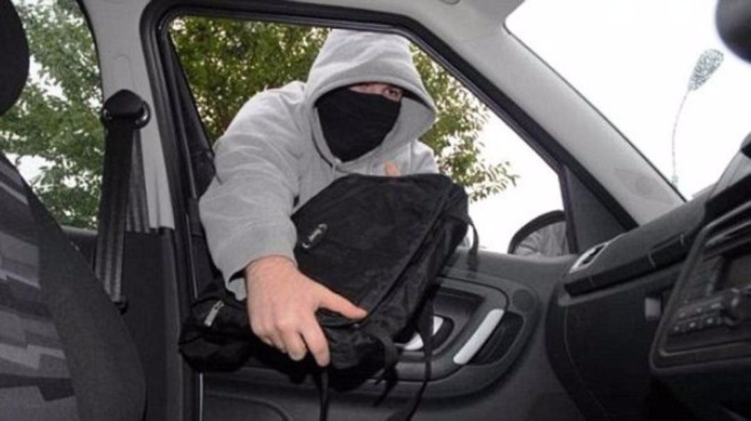 Милиция разыскивает неизвестных, похитивших сумку с6 миллионами руб. изавтомобиля Mercedes