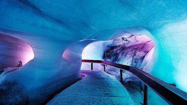 В «Ледяной пещере» впарке «Зарядье» уже идёт наморозка льда