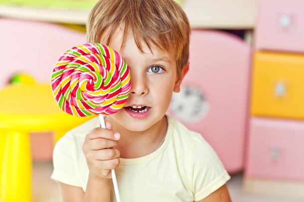 Употребление сладкого неделает ребенка гиперактивным— Ученые