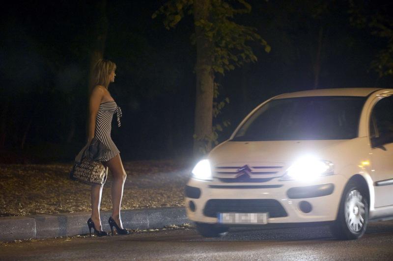 kak-stoyat-prostitutki-na-doroge