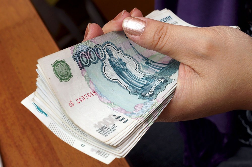 Набанкнотах номиналами 200 и2000 руб. будет показан герб РФ