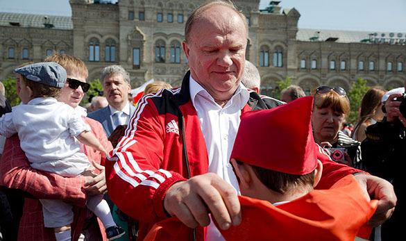 КПРФ приняла впионеры неменее 5 тыс. школьников