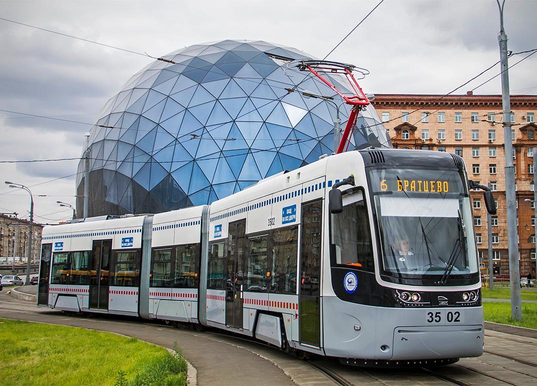 Трамвай переехал пешехода в столице