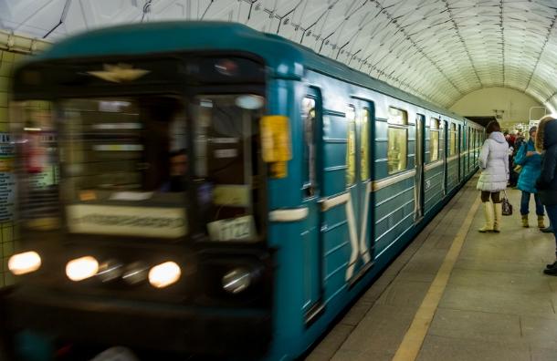 Самочувствие машинистов метро столицы будут отслеживать онлайн при помощи индикаторов наухе