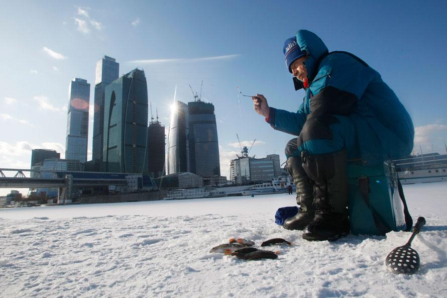 Зазимней рыбалкой в столице России проследят 19 дронов