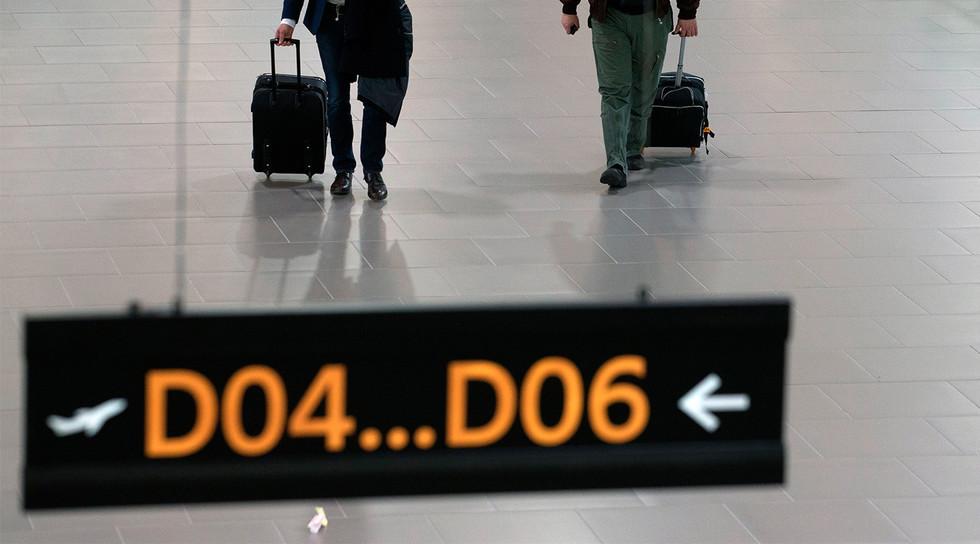 ВПулкове пассажир проинформировал о бомбе всвоем мобильном телефоне