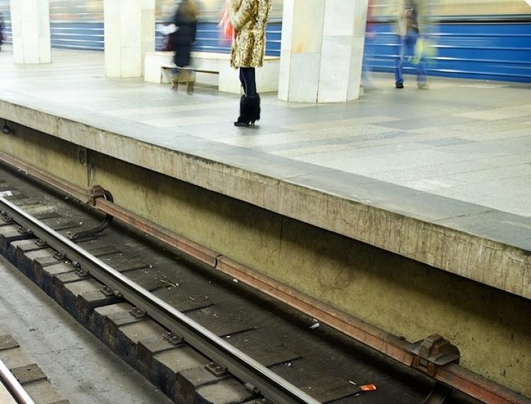 Мужчина выжил после падения напути настанции метро «Третьяковская» в российской столице