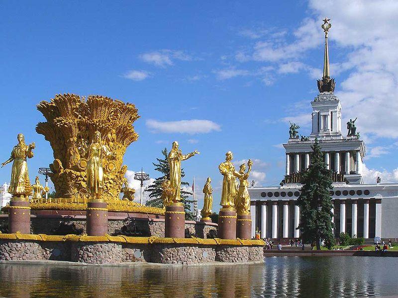 На ВДНХ запускают ночные экскурсии по памятникам архитектуры