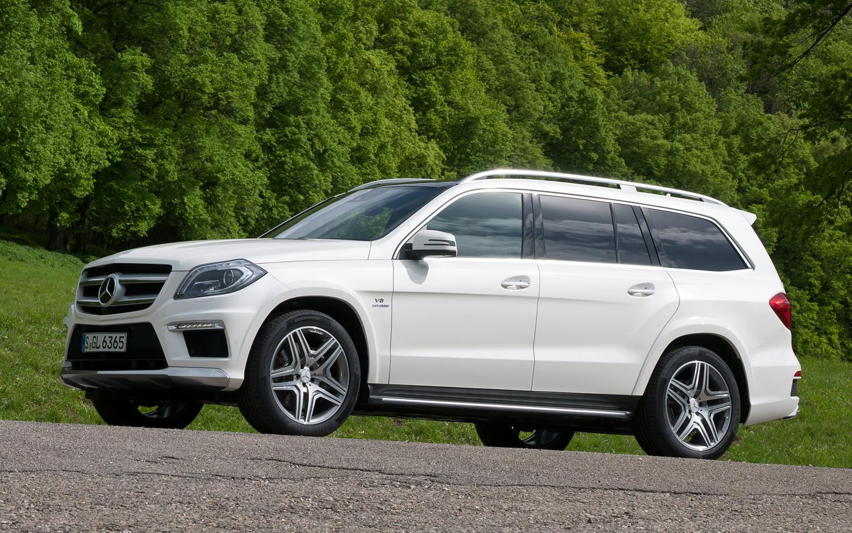 Mercedes за7,5 млн руб. угнали спарковки назападе столицы
